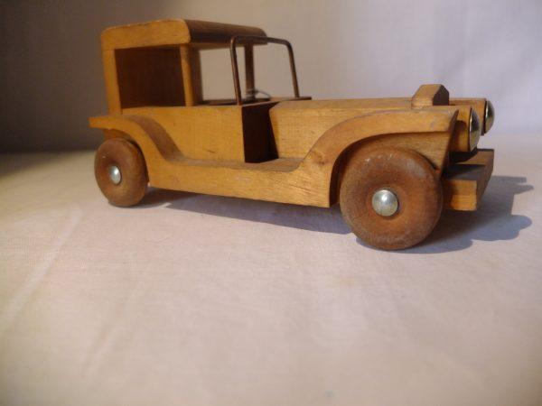 Jouet voiture en bois
