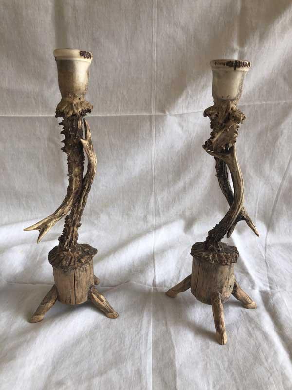 Bougeoirs en corne avec socle en bois