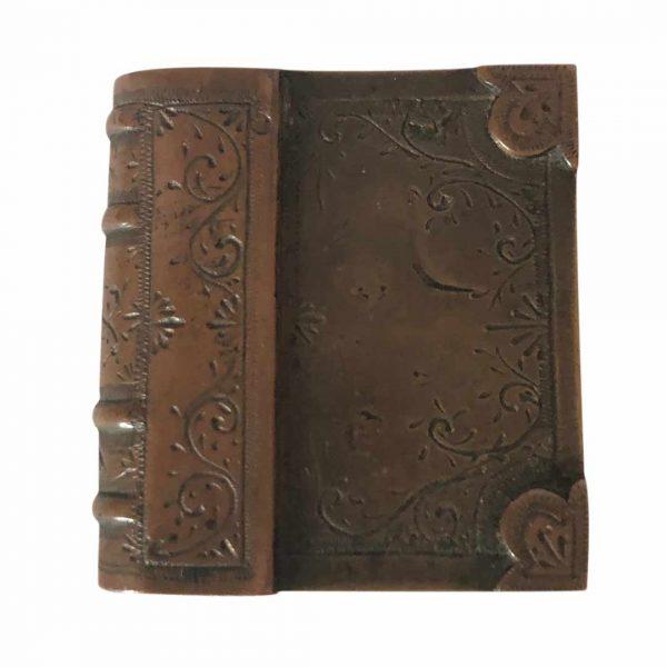 Briquet ancien en forme de livre