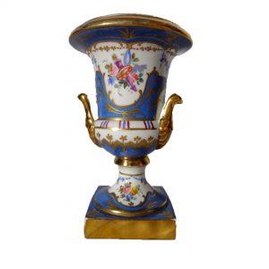 Médicis en porcelaine bleu de Sèvres
